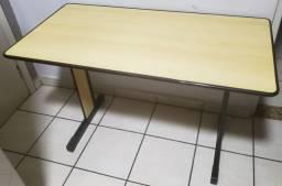 Mesa / Escrivaninha Entrego
