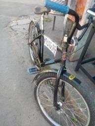 Uma bicicleta aro 24 preta