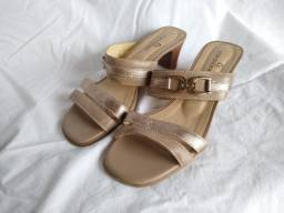 Sandália bege e dourada corosline