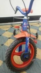 Vende se bicicleta de criança
