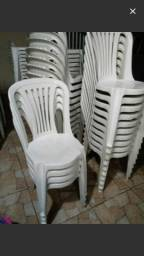 Vendo 40 cadeiras de plasticos usadas ac cartão