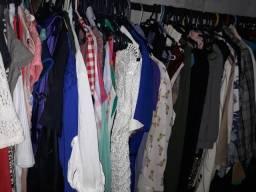 Lote de roupa para brechó