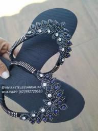 Sandálias bordadas