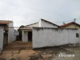 Aluga-se casa no Centro B, em Rondonópolis/MT