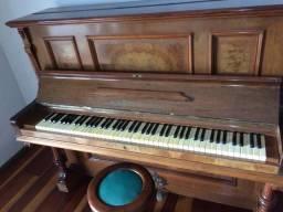 Piano alemao vertical tipo armario ,marca:A.h.Francke Leipzig,Teclado7/8