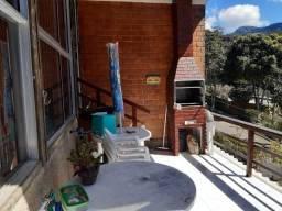 Linda casa em condomínio em Teresópolis Rj
