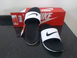 Chinelo Nike Slide // Tamanho: 42