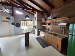 Charmoso apartamento totalmente mobiliado próxio a Della Nona