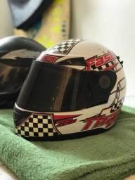 vendo dois capacetes por 100 reais