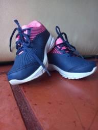 Vende-se calçados semi novos.