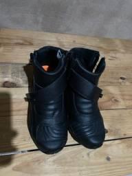 Bota de motoqueiro (sem uso)