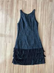 Vestido preto de franja com renda