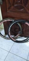 Rodas  carbono tubular pneus novos toda revisada sem detalhes