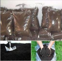 Terra adubada para hortaliças e jardinagem em geral·