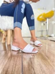 Sapatos e sandálias rasteiras