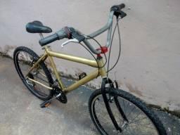 Bicicleta com marcha pneus bom , um quadro 29 pequena solda