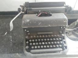 Lote com 4 máquinas de escrever antigas