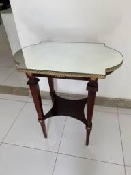 Mesa de canto com espelho
