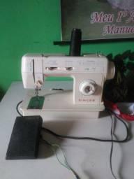 Vendo uma máquina de costura elétrica