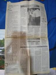 Vende se jornal referente Ayrton Senna.