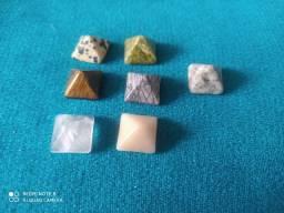 Pedras preciosas e semi em forma de pirâmide  5mm media sem uso