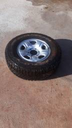 4 rodas originais da nova da nova S10 com um pneu Scorpion