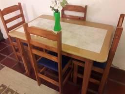 Conjunto mesa + 4 cadeiras em madeira