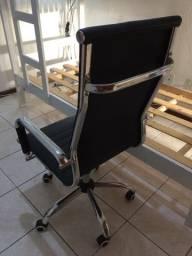 Cadeira Presidente Em Couro Sintético