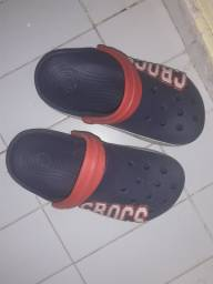 Crocs usado