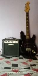 Guitarra e cubo Suzuki