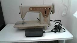 Máquina de costura reta Singer