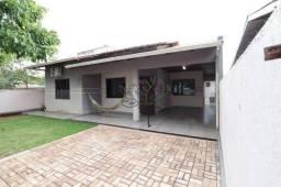 Casa com 3 dormitórios à venda, 129 m² por R$ 450.000,00 - Parque Residencial Três Bandeir