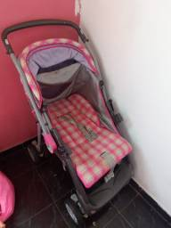 Carinho de bebê e bebê conforto