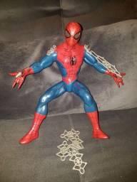 Homem aranha que solta teia e acende os olgis