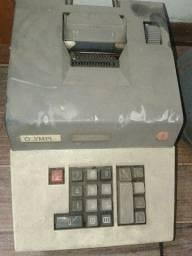 Calculadora antiga Olympia, no estado