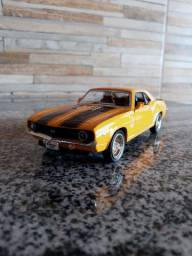 Miniatura Chevrolet Camaro SS 1969 Amarelo 1/36