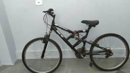 Bicicleta com amortecedor duplo