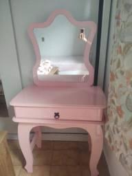 Cama princesa Rosa, penteadeira rosa e colchão Box