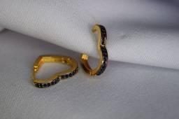 Argola coração cravejado em macacitas banhado em ouro18