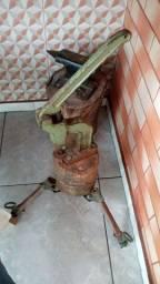 Balancim para ilhoes antigo em ferro fundido Eberle