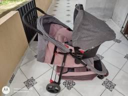 Carrinho de bebê com bebê conforto semi novo R$800