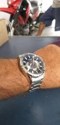 Relógio correm  muito bom  prova de água