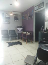 Salão e barbearia montada