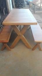 Mesa em Peroba