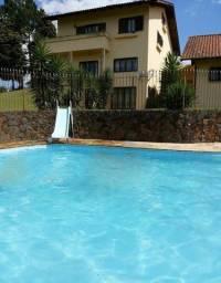 Ampla casa com piscina em Rio Negrinho