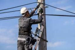 Instalação de cabos de redes e roteadores .