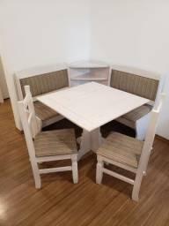 Mesa canto alemão com cadeiras