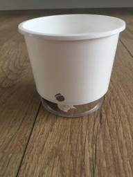 Vaso de plástico autoirrigável