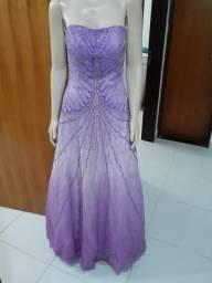 Vestido de festa, ricamente bordado, divo