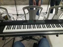 Teclado / semi piano kurzuell